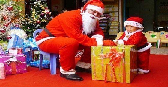 Ông già Noel tặng quà