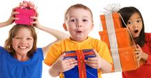 Chọn quà giáng sinh cho bé trai thích thú và bổ ích