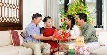 Cách chọn và tặng quà tết cho bố mẹ ý nghĩa nhất