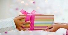 Cách chọn mua những món quà tặng ngày Tết ý nghĩa và hữu ích