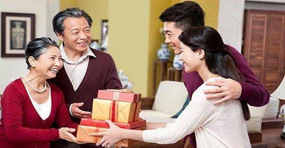 Tặng quà tết cho bố mẹ người yêu ấn tượng và ý nghĩa