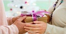 Chọn mua quà tết cho bố mẹ vợ ý nghĩa và cảm động
