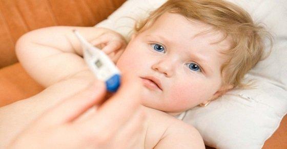 Mọc răng là một nguyên nhân khiến trẻ bị sốt