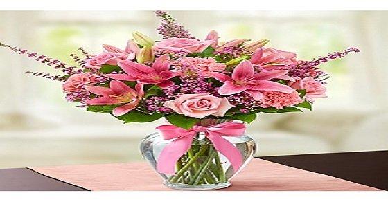 Cắm hoa ly trong bình trụ bày bànthờ