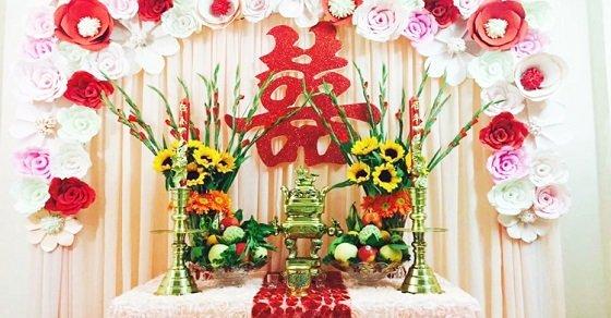 Hoa để bàn thờ ngày lễ cưới