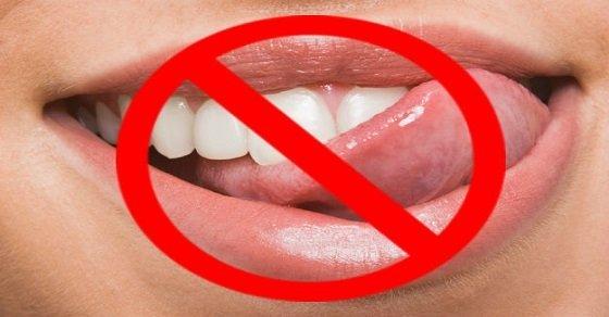Tránh liếm môi quá nhiều lần
