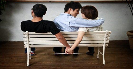 Nỗi đau lòng nực cười chính là cả bạn thân và người yêu lừa dối