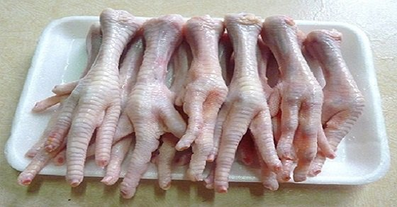 Chân gà để nướng được sơ chế sạch sẽ