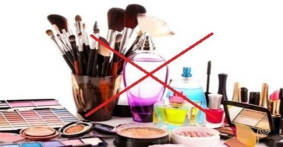 Sử dụng các loại mỹ phẩm không rõ nguồn gốc, không phù hợp với da có thể làm cho da bạn bị dị ứng