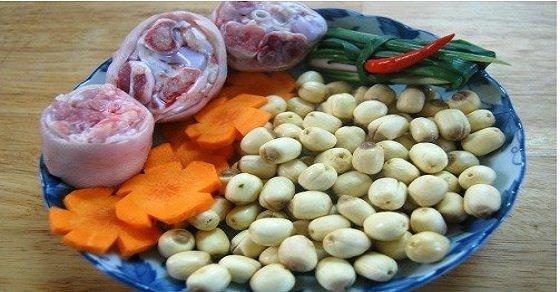 Các nguyên liệu cần chuẩn bị cho món thịt chân giò hầm nấm hạt sen bổ dưỡng