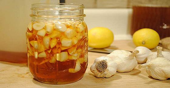 Cách chữa nấm móng tay hiệu quả với tỏi chanh