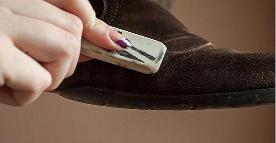 Cách giặt giày bằng da lộn hiệu quả