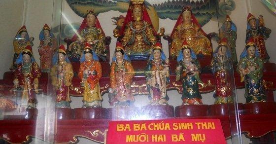 3 bà Chúa sinh thai và 12 bà Mụ