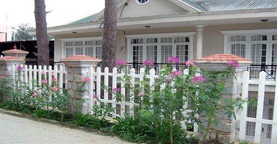 Hình ảnh mẫu thiết kế hàng rào sắt hộp đơn giản cho ngôi nhà sang trọng