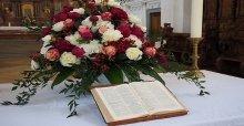 Cắm hoa nhà thờ đẹp - Nghệ thuật cắm hoa trong nhà thờ đẹp nhất