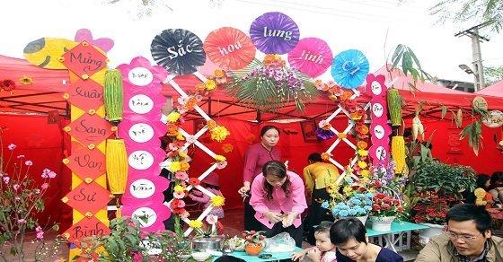 Các mẫu và cách trang trí gian hàng hội chợ xuân