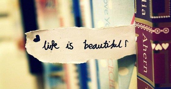 Cuộc sống có thể đầy những cạm bẫy nhưng hãy tự tin bởi điều  tươi đẹp ở cuối con đường