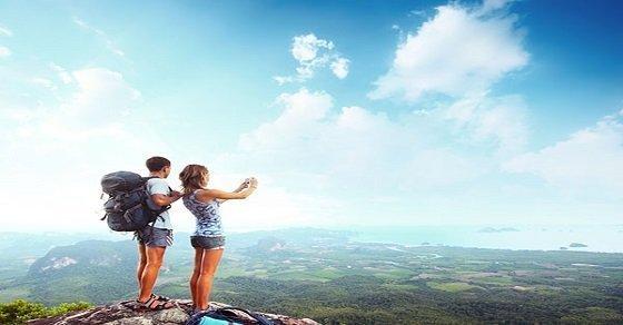 Đi du lịch với một ai đó sẽ khiến bạn thấy cuộc sống thật hạnh phúc