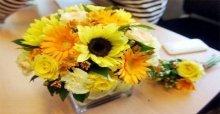 Cách cắm hoa hướng dương để bàn đẹp tươi lâu ngày tết